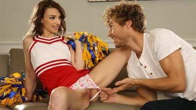 Cute cheerleader gets into Stevie Gray