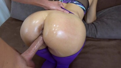 My Curvy Gorgeous Step Sister got Creampie in her Tight Pussy in Ripped Yoga Pants POV