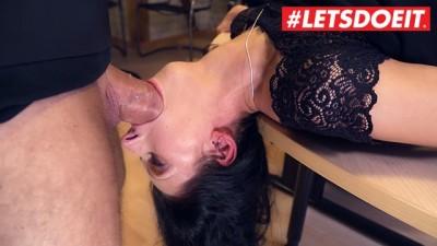 Bums Buero - Brunette Slut Secretary MILF make a Deep Blowjob to her Boss - LETSDOEIT