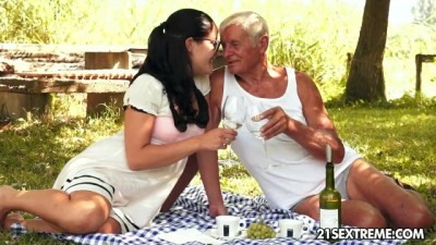 21Sextreme - Hot Girl Cutie's Kinky Picnic with a Grandpa Sensual Sex