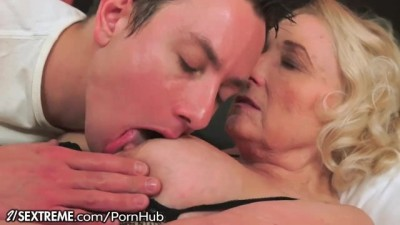 21Sextreme - Horny Mature Woman Granny Likes Em Young