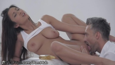 21Naturals - Sexy Brunette Romanitc Morning for wet pussy