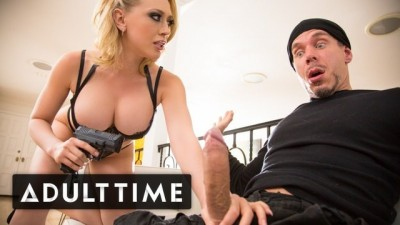 Busty Big Tits Blonde Kagney Linn Karter Cum Robbery!