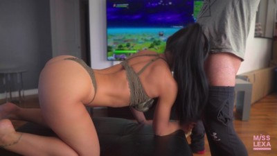 Beauty Curvy Chick Gets Fucked while Playing Fortnite - 4K - Misslexa