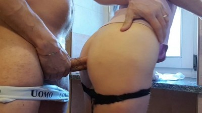 I can't Resist Mom's Ass while Cleaning - Javtsunami