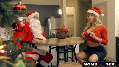 MomsTeachSex - Horny Helpers In Christmas