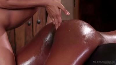 İnterracial Lesbian Massage