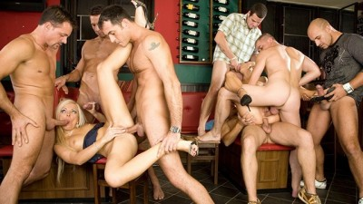 6 Guys Gangbanging Sex and Blowbang