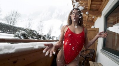 Holiday Public Sex on Snow in Balcony