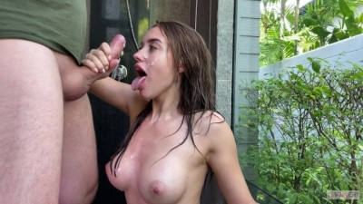 Super amateur babe gives me a blowjob in the shower - Сum On Face