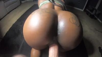 Big Booty Ebony Chick Hot Squirting & Fucking