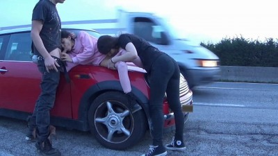 AMATEUR RISKY PUBLIC SEX!!! THREESOME IN THE STREET