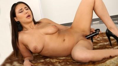 Horny MILF Chanel Lux Loves Her Slim Black Vibrator