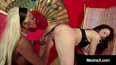 Busty Mommy Gets Butt Fucked By Horny Lesbian Janessa Jordan