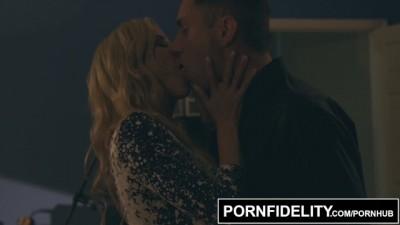 Pornfidelity - Alexis Fawx Bounces to the Rhythm