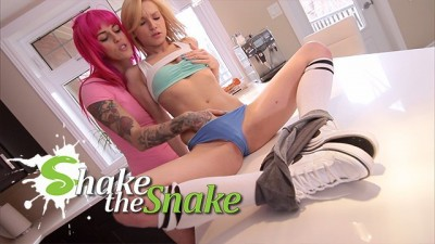 Shake The Snake - Slut Babe Kinky Lezzie Wild Sex On Kitchen Counter