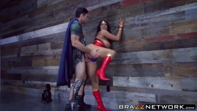Hottie Horny Wonder Woman Takes Hard Huge Cock