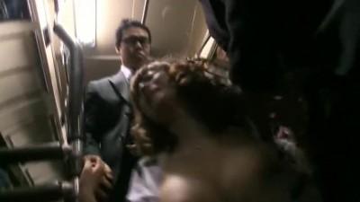 Gangbang et chiennage en regle pour la jolie Jap dans le bus