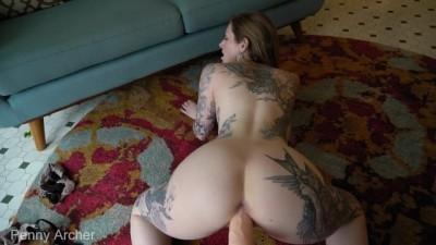 Tattooed Chick Try New Dildo