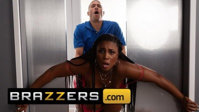 Brazzers - Big Tit Ebony Chick Maserati Gets Stuck in Elevator