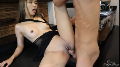 Young Roommate is Seduced by Beauty Gorgeous Japanese - Cheating Girlfriend - TokyoDiary