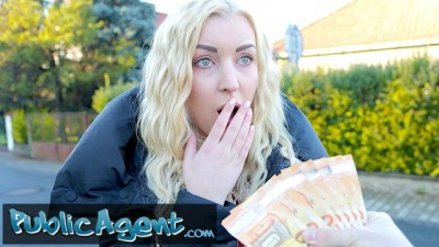 Public Agent Beauty Blonde Amaris wants to be a Model